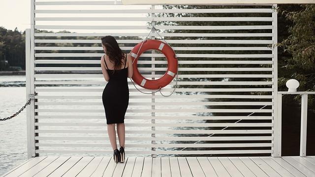 white-skirt-1779951_640
